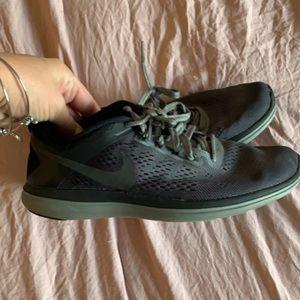 EUC Nike shoes size 9